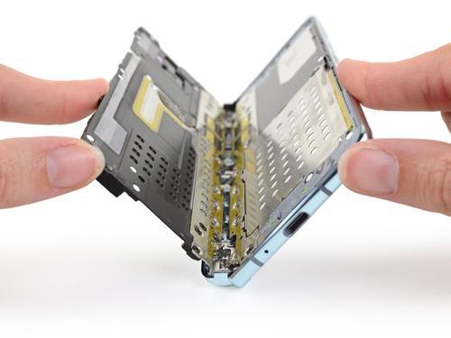 高精度测量折叠屏手机铰链,应付生活日常只有更贴合