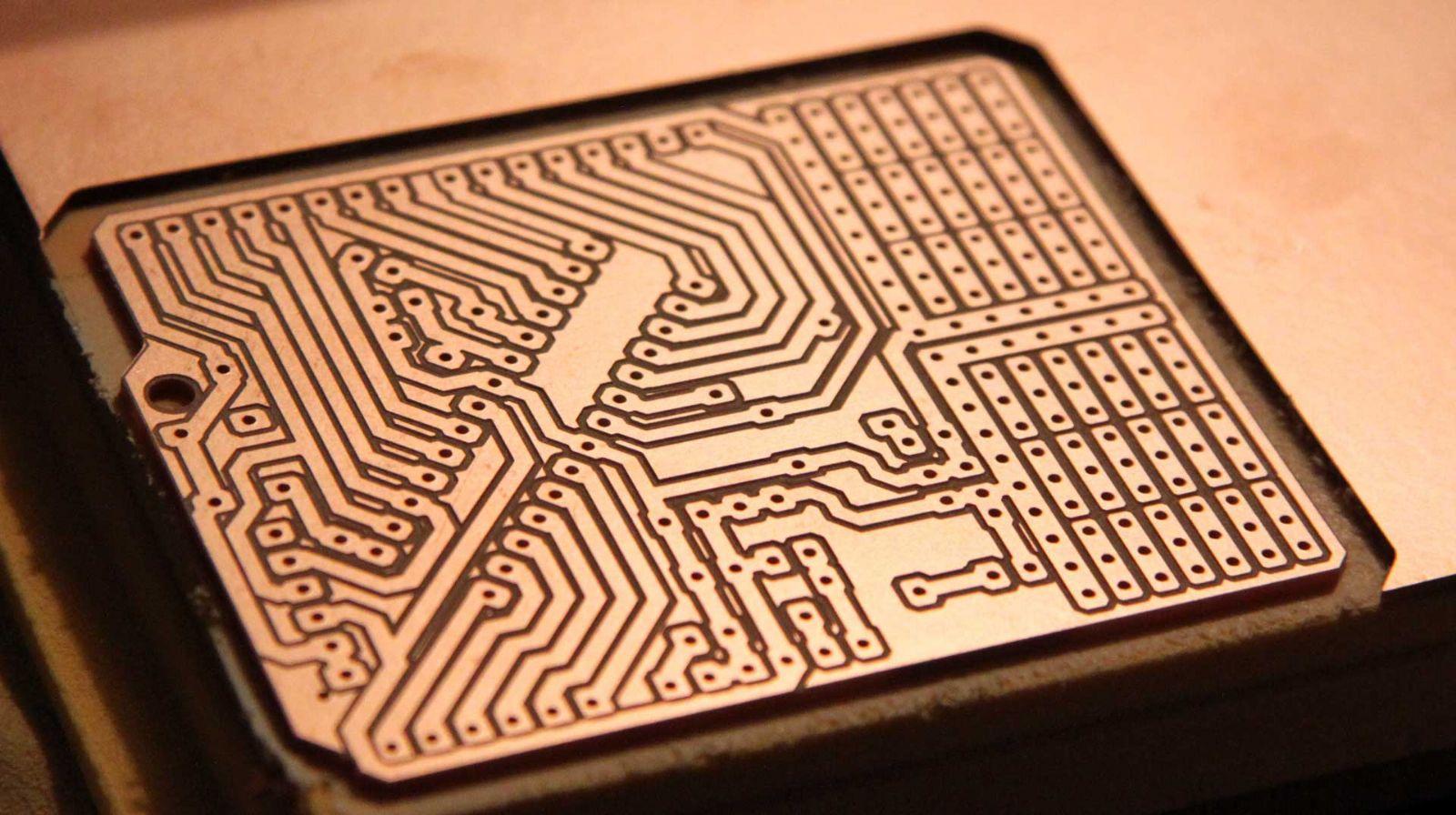 传统人手测量太拖沓,极志快速测量大型PCB平面度