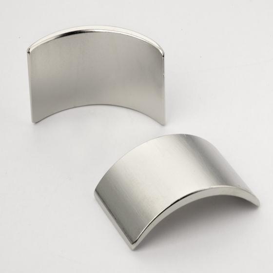 电机磁钢厚度测量,双激光同时测量不受磁力影响